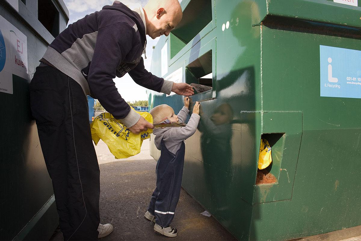 Шведов с детства приучают разделять мусор при его утилизации